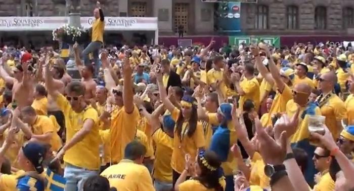 Sveriges chanser med nya formatet - bild på svenska fotbollsfans